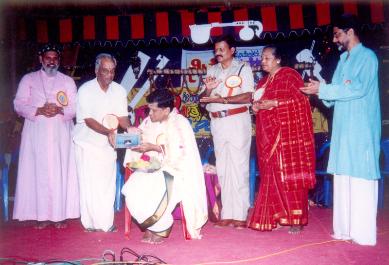 50th Year, Sri Neyveli Santhanagopalan being presented with 'Kanchana Venkata Subrahmaniam Award' in the presence of most reverent Bishop Geevarghese Mar Divannasios